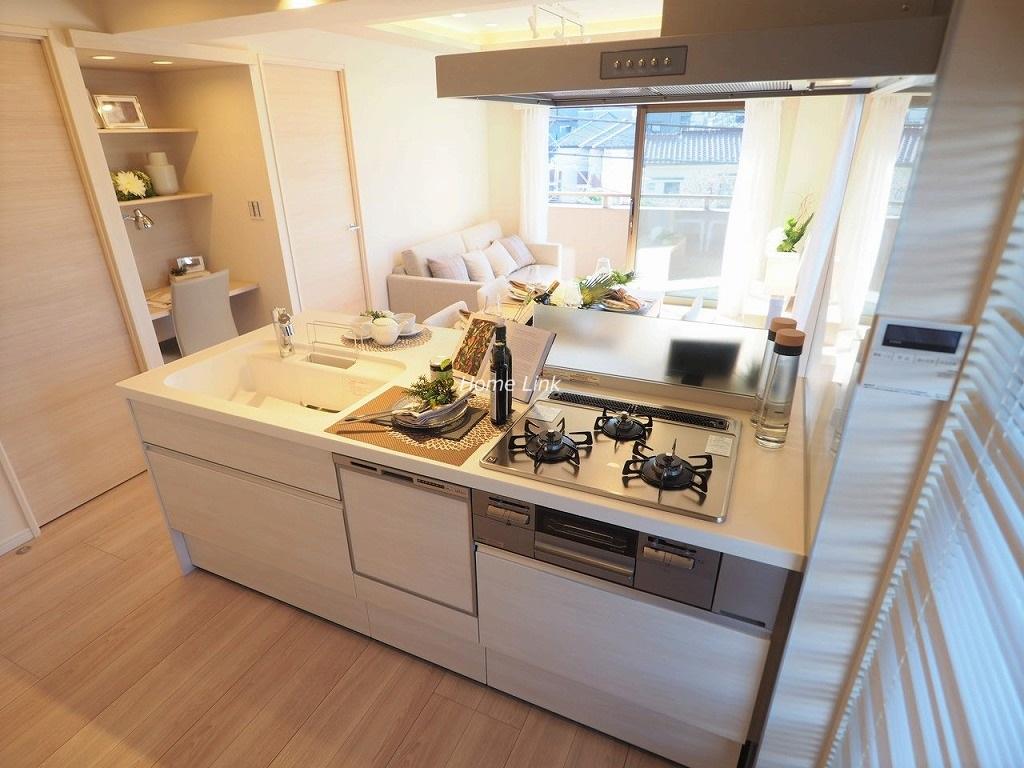 マートルコート板橋泉3階 リビングには造作デスク キッチンには食洗機