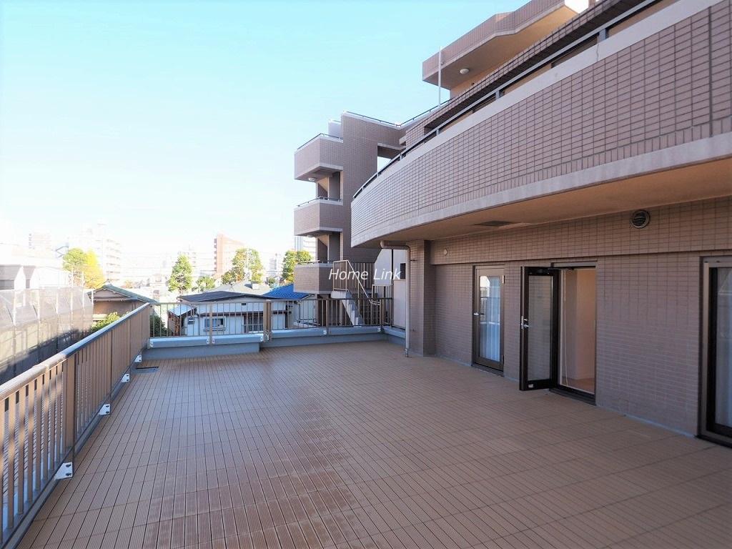 マートルコート板橋泉3階 室内と同じ程のルーフバルコニー三方角部屋