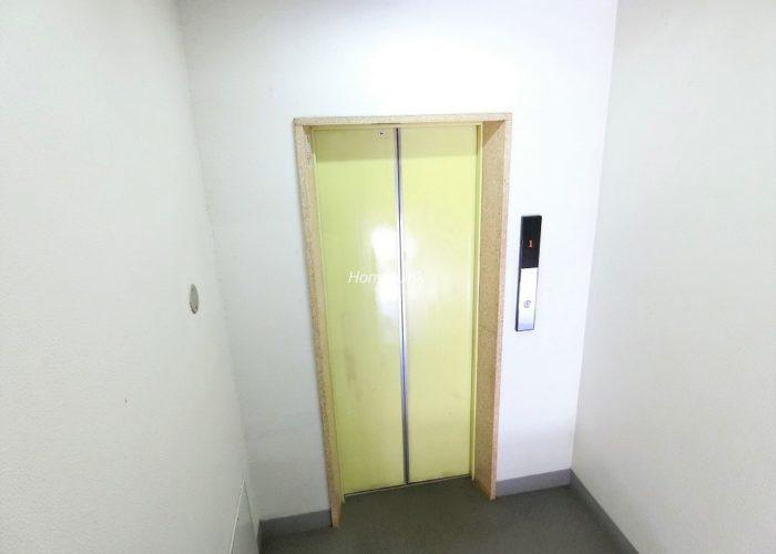 下馬マンション エレベーターホール