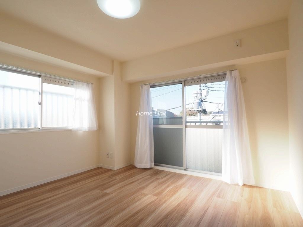 群峰小豆沢グレースマンション3階 三方角部屋で窓は全部で7つ