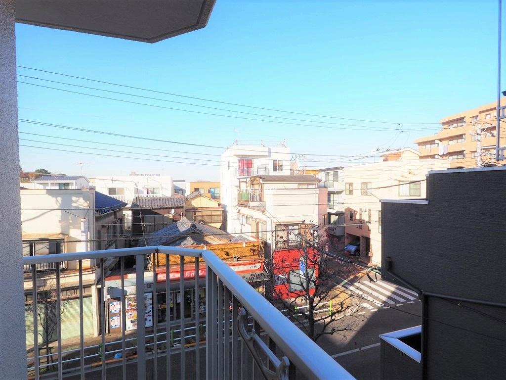 群峰小豆沢グレースマンション3階 二面に繋がるL字バルコニー