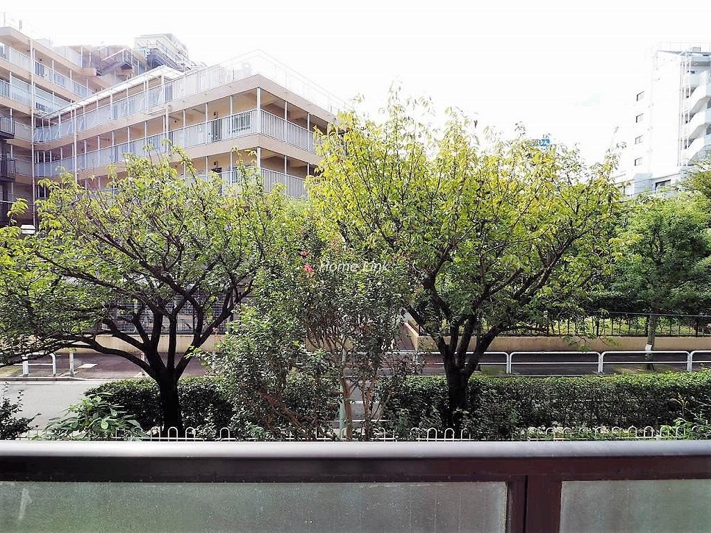 三田上板橋ガーデン2階 樹々が季節の移ろいを演出します