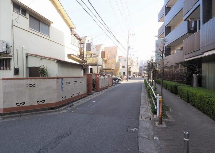 グローリオ成増アルグレッソ 前面道路歩道