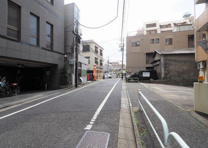 成増ローヤルコーポ エントランス前面道路