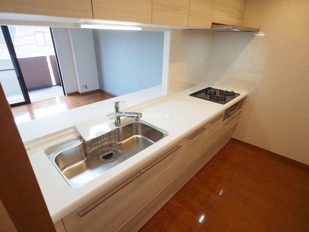 コニファーコート志村壱番館3階 作業スペースの広いシステムキッチン