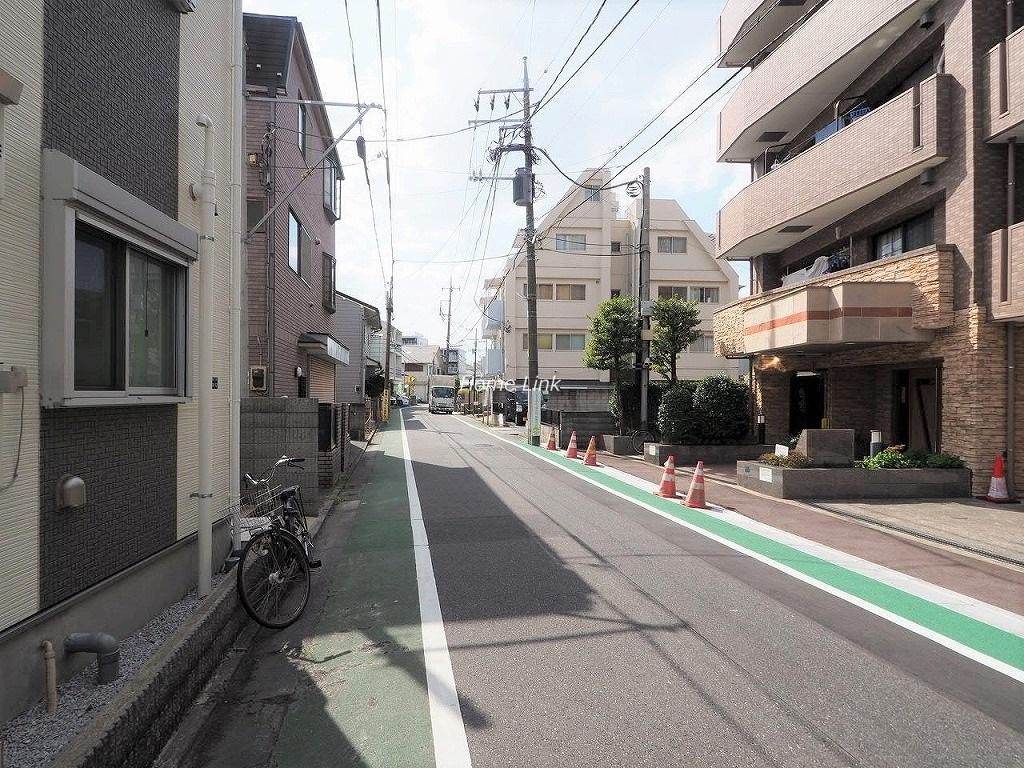 コニファーコート志村壱番館 前面道路