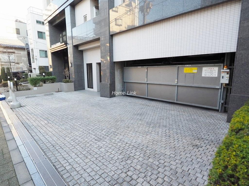 デュオスカーラ常盤台 駐車場出入口