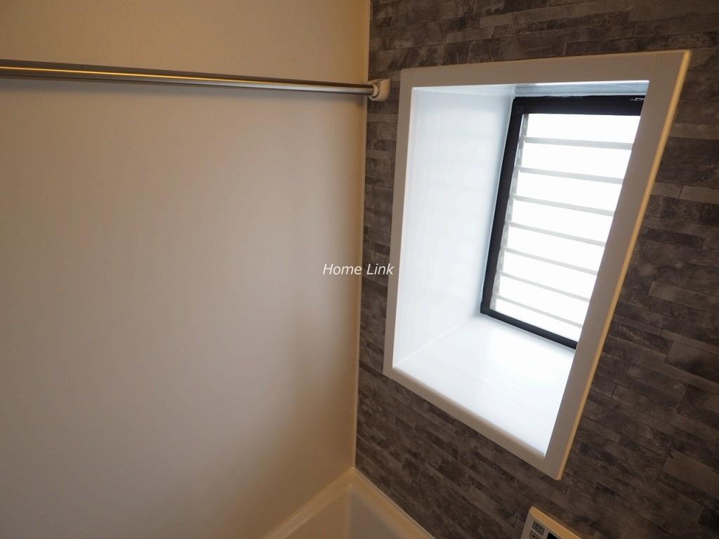 ライオンズヒルズ板橋中台3階 トイレや浴室にも窓がある三面採光