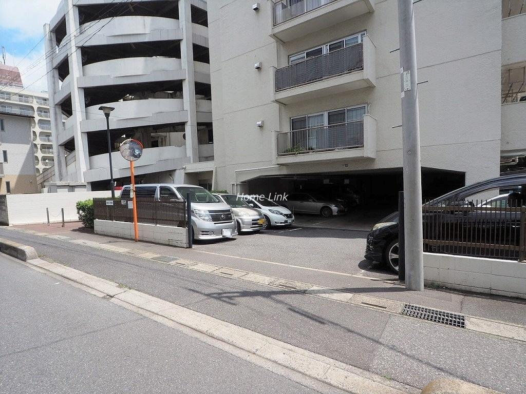 川口栄町グレースマンション 駐車場出入口