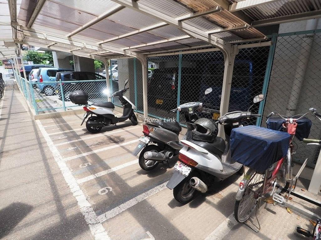 川口栄町グレースマンション バイク置き場