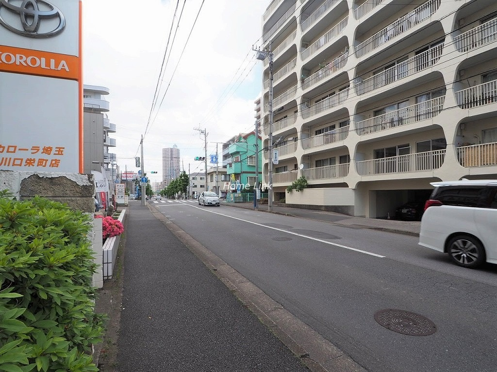 川口栄町グレースマンション 前面道路歩道