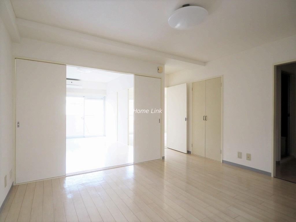 川口栄町グレースマンション7階 扉を外せば一体の広いリビング