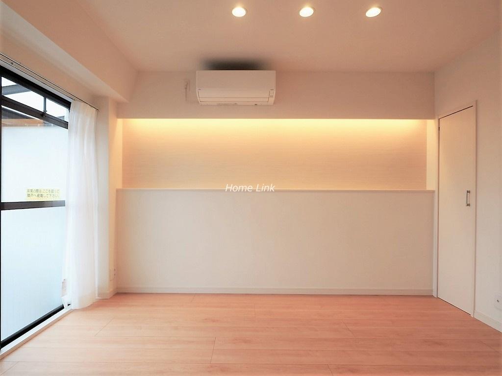 キャニオンビュー成増5階 壁面は間接照明のニッチ・エアコン付き