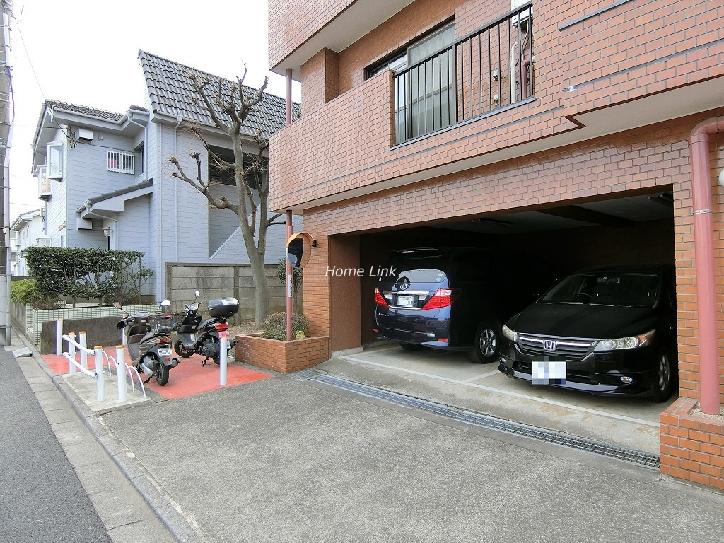 キャニオンビュー成増 駐車場