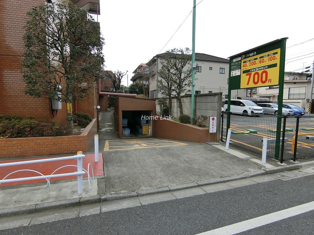 キャニオンビュー成増 駐車場出入口