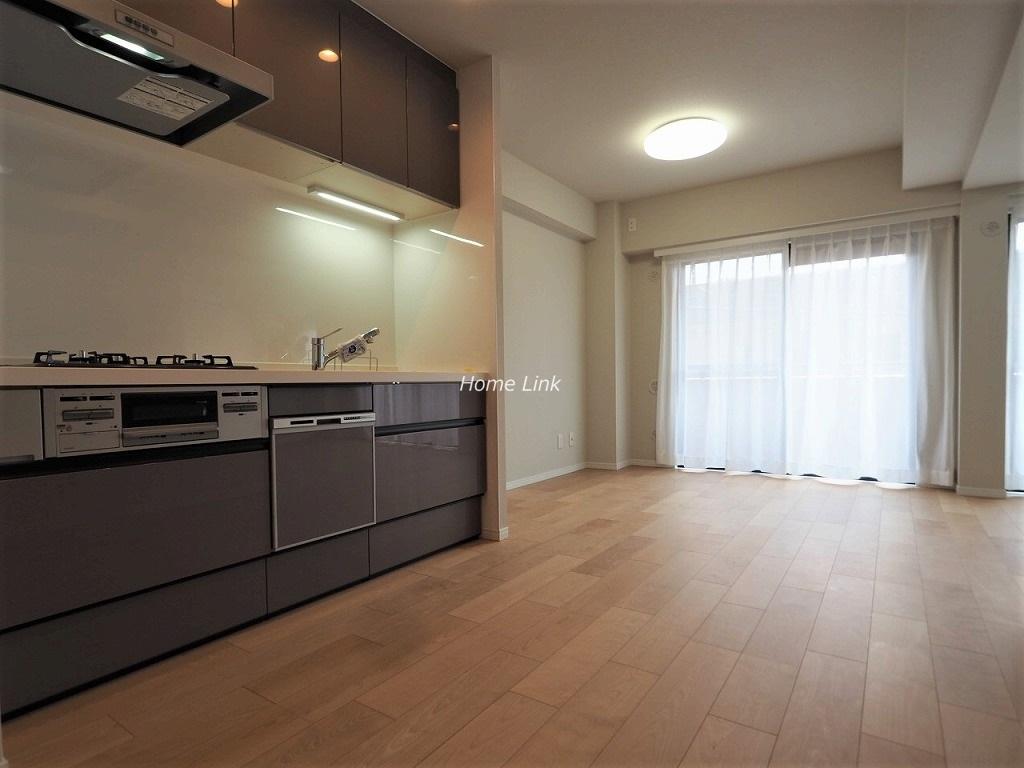 ライオンズマンション新高島平3階 キッチンは汚れに強い人造大理石トップ