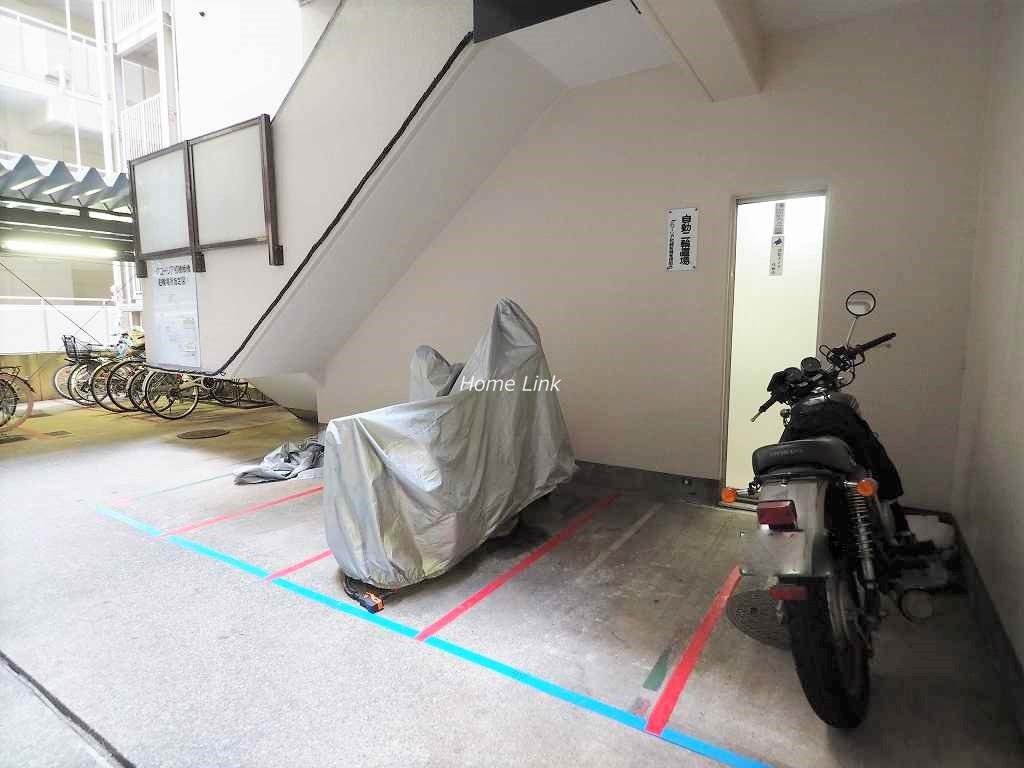 グローリア初穂板橋 バイク置き場