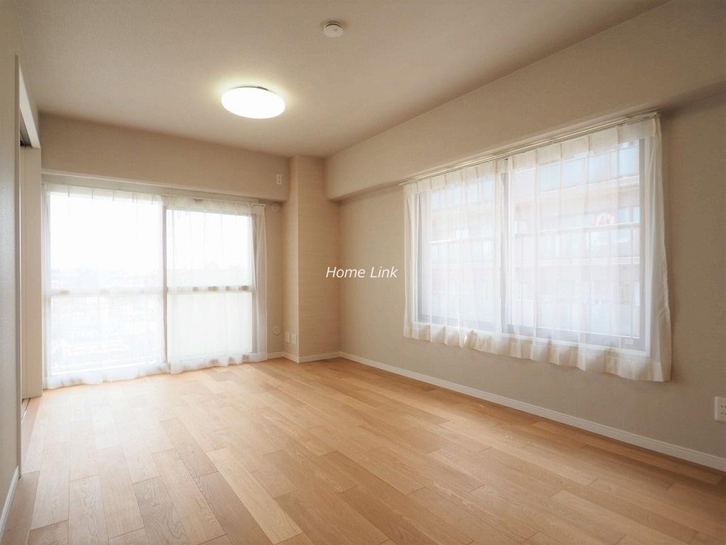 ハイビレッジ常盤台6階 LDKは3つの窓 光が沢山入る明るい空間