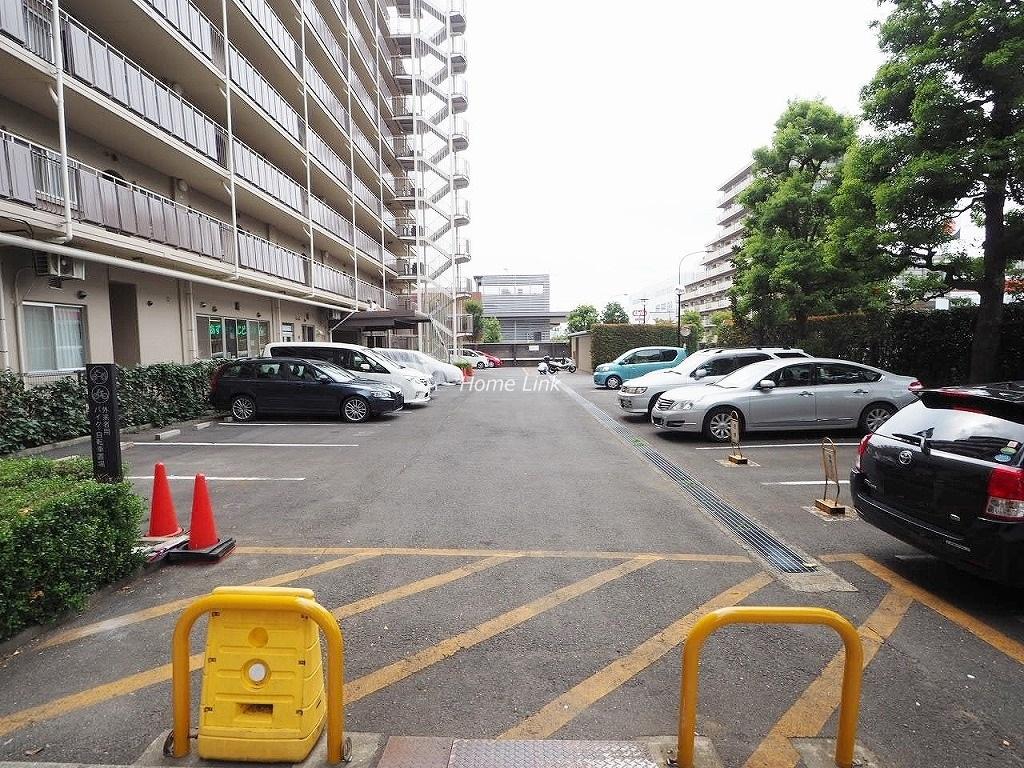 小豆沢パークファミリアB棟 駐車場