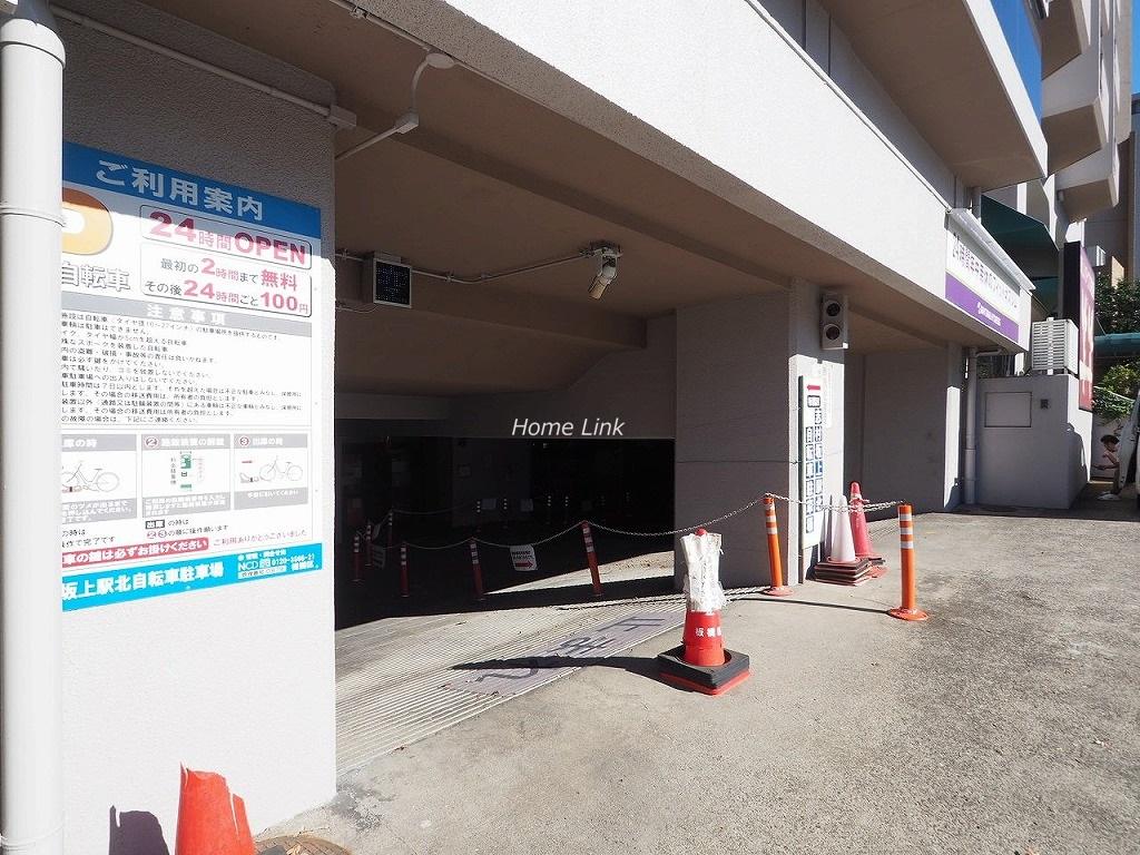 小豆沢ローズハイム 駐車場出入口