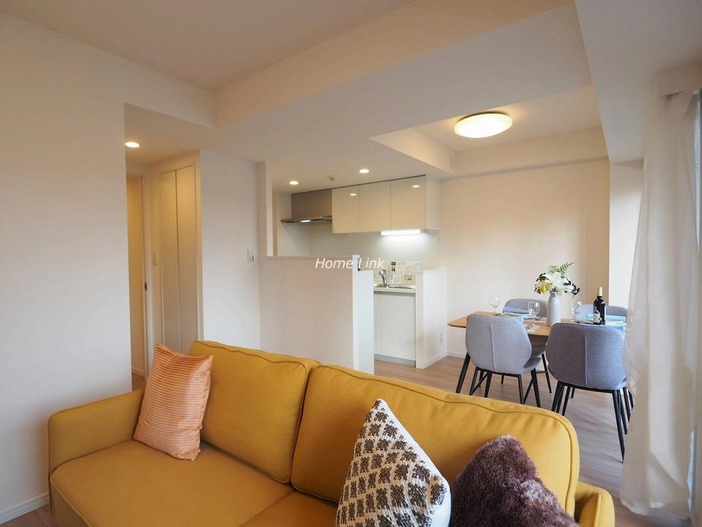 シーアイマンション池袋西9階 全面バルコニーに面し明るく快適な空間