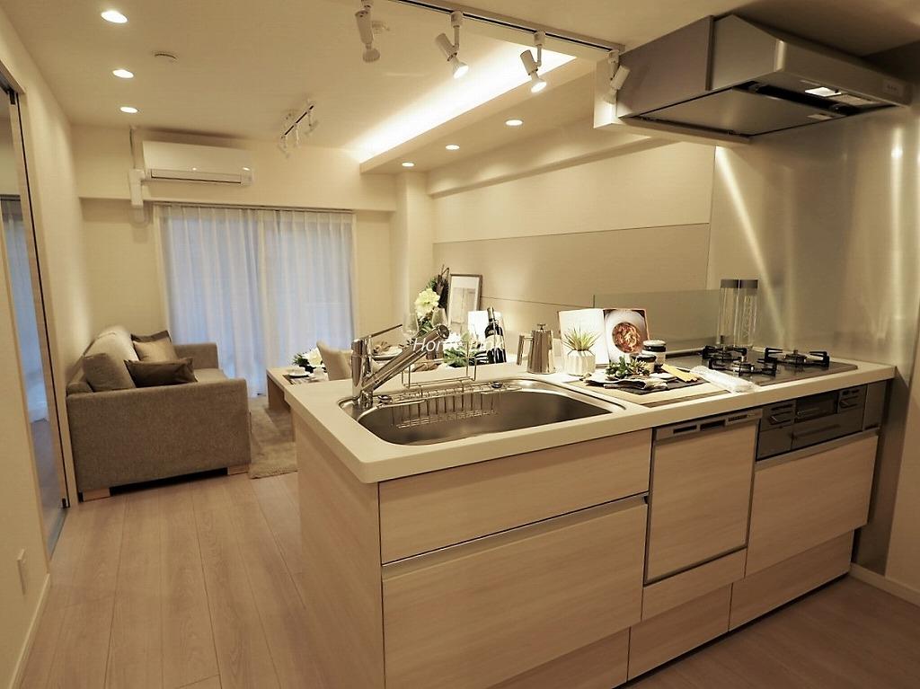 パークノヴァ池袋要町1階 リビングを見渡せるオープンキッチン