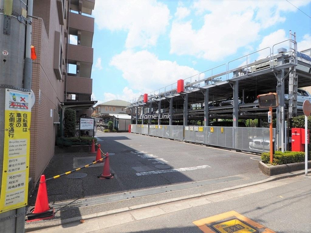 ライオンズガーデン戸田公園 駐車場出入口