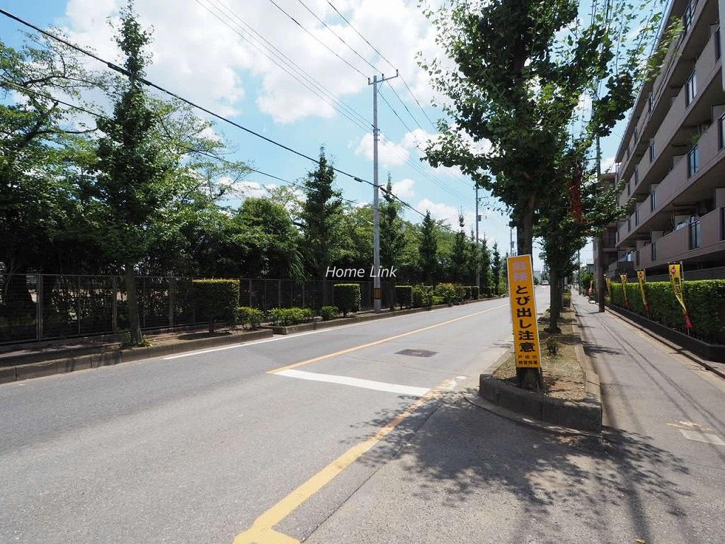 ライオンズガーデン戸田公園 前面道路