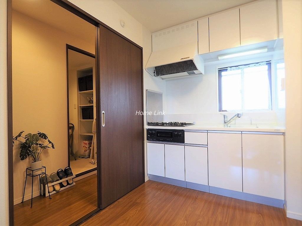 常盤台宝マンション4階 窓のある明るいキッチン
